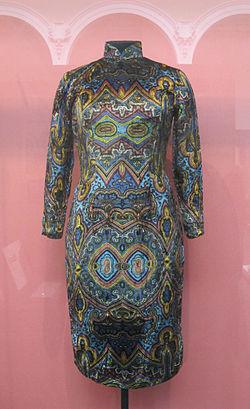 Qipao 1960-70, printed velvet. V&A Museum.jpg