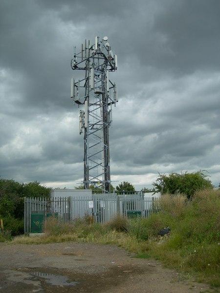 File:Radio Mast, Broom Hill, Strood - geograph.org.uk - 880958.jpg