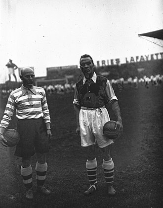 Alex James (footballer) - Alex James (right) playing in France