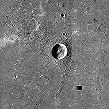 赖纳尔陨石坑