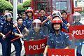 Remaja Kadet Polis ini menggayakan peralatan FRU.jpg
