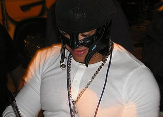 Rey Mysterio - Mysterio signing autographs in 2004