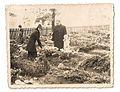 Rodzina Władysław i Zofia Krzyżowscy, przy mogile Pawła Krzyżowskiego (1871 - 1937), cmentarz przy kościele pw. św. Marii Magdaleny w Tychach. Tychy, Polska.jpg
