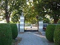 Rohrbach Gölsen Friedhof Torbau.jpg