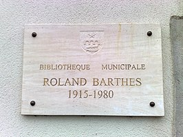 Herdenkplakkaat Roland Barthes bij de Roland Barthes Bibliotheque, (2011)
