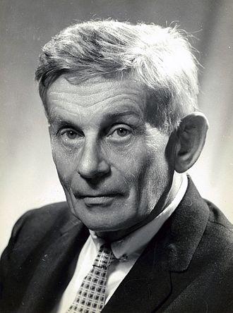 Ronald McCuaig - Studio portrait of Ronald McCuaig in 1949