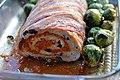 Rosenkål og kyllingefarsbrød med tomatpesto og oliven (7979947599).jpg