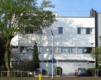 Leendert van der Vlugt - House C.H. van der Leeuw (director of the Van Nelle Factory) in Rotterdam by Leendert van der Vlugt, 1928-29