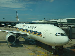 Singapore Airlines Boeing 777-200 (9V-SRK) at ...