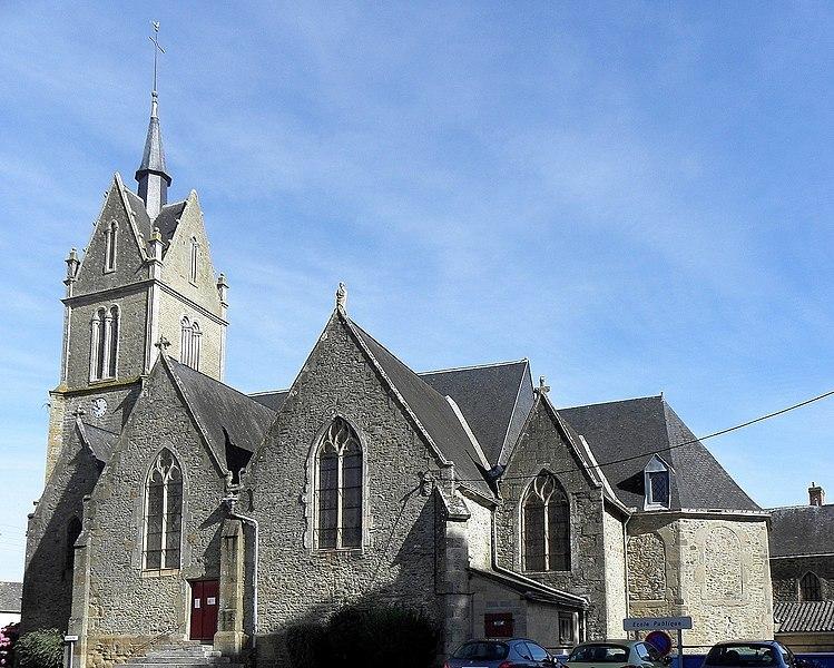 Église de Saint-Pierre-sur-Orthe (53). Vue méridionale.
