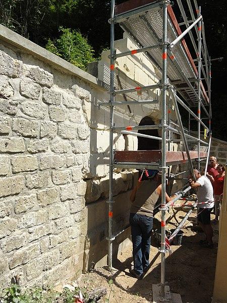 Sancy-les-Cheminots (Aisne) fontaine-lavoir en travaux