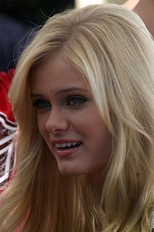 Sara Paxton at Mother Goose Parade, 2007.jpg