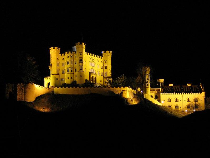 Datei:Schloss Hohenschwangau at night 1.jpg