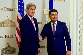 Volodymyr Groysman - Ukrainian Prime Minister Volodymyr Groysman shakes hands with U.S. Secretary of State John Kerry at the Verkhovna Rada in Kyiv, 7 July 2016