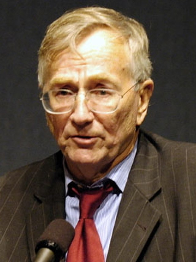 From commons.wikimedia.org: SeymourHersh-IPS-cropped {MID-138317}