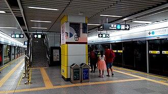 Yitian station - Image: Shenzhen Metro Line 3 Yitian Sta Platform