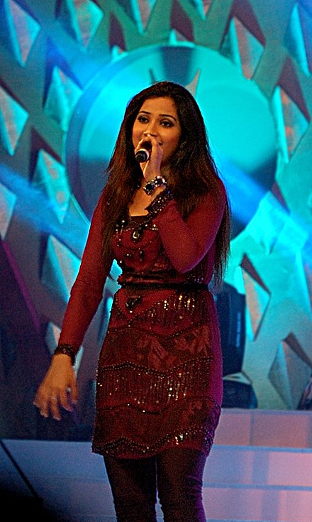 Shreya Ghoshal performing at a concert in 2009. Shreya Ghoshal in 2009.jpg