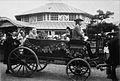 Skansen. Vårfesten 1899. Ett ekipage i öppen vagn - Nordiska Museet - NMA.0041255.jpg