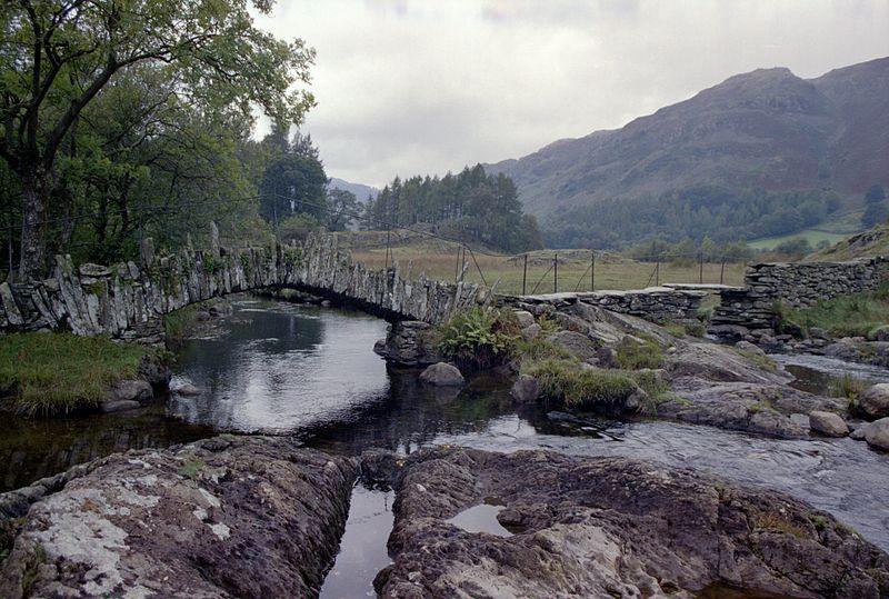 File:Slater Bridge, Lake District.jpg