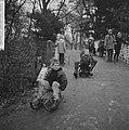 Sleetje rijden (op het ijzel) in het Amsterdamse Vondelpark, Bestanddeelnr 918-4689.jpg