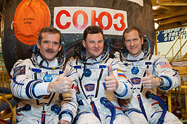 van links naar rechts: Chris Hadfield, Roman Romanenko en Thomas Marshburn