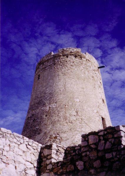 Súbor:Spis Castle Donjon tower.jpg