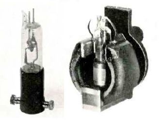 Cavity magnetron - Split-anode magnetron from 1935. (left) The bare tube, about 11 cm high. (right) Installed for use between the poles of a strong permanent magnet