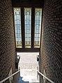 Spoorstraat 6, 6a, 8, 10, Gouda (glas-in-lood ramen).jpg