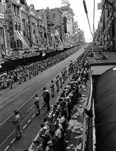 StateLibQld 1 106640 View of the crowds in Queen Street, Brisbane, awaiting Queen Elizabeth II and Prince Philip in March 1954.jpg