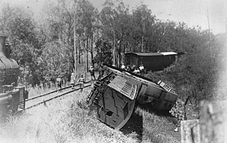 Mount Perry railway line - Railway carriages derailed at Gillen Siding on the Mount Perry branch line, 1924
