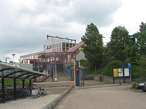 Nieuwerkerk aan den IJssel railway station - Image: Station Nieuwerkerk aan den I Jssel 21mei 2006