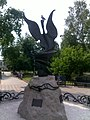Statuo de birdo en Tomsko.jpg