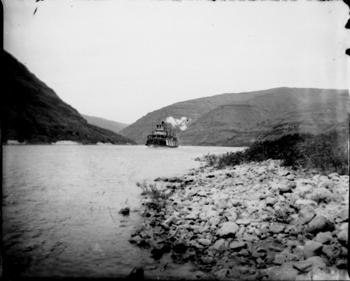Steamboat coming up Snake River near Bishop landing 1898