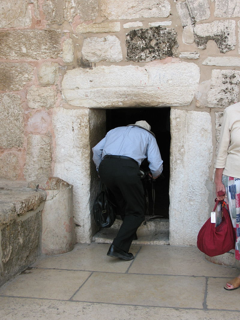 Stefan entering church 1585 (507851708).jpg