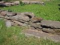 Sten-skel ud for hallandsk gård på Frilandsmuseet.JPG
