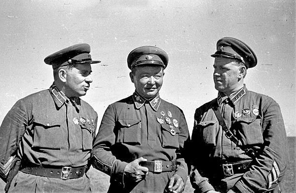 Grigori Shtern, Khorloogiin Choibalsan and Georgy Zhukov at Khalkhin Gol SternGM.jpg