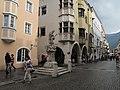 Sterzing, beeldhouwwerk op de Neustadt foto1 2012-*08-10 16.33.jpg