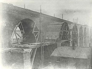 Stockport Viaduct - The widening of the viaduct