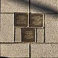 Stolperstein für die ehemaligen Bewohner des Hauses in der Ellernstraße 39 in Hannover.jpg