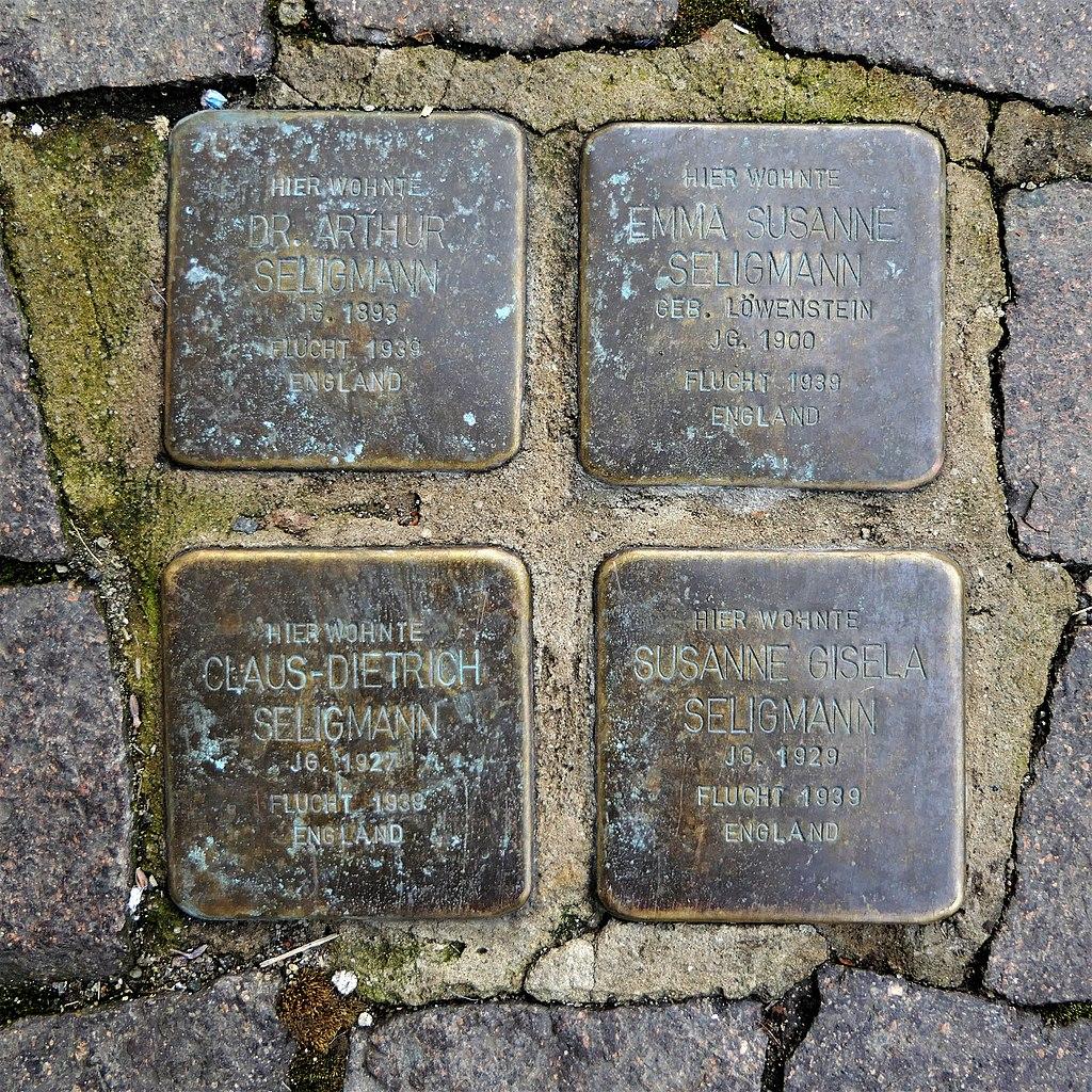Stolpersteine für Familie Seligmann, Domgasse 19, Wurzen.JPG