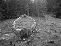 "Stone ship ""Tjelvars grave"", Boge, Gotland, Sweden (9089899927).jpg"