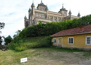 Stora Sundby slott, juli 2018q.jpg