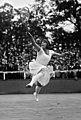 Suzanne Lenglen 1922 (cropped).jpg