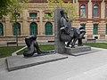 Történelem szobor (Andrej Gabrovec Gaberi, 2013) a Sóház épületnél, 2017 Ferencváros.jpg