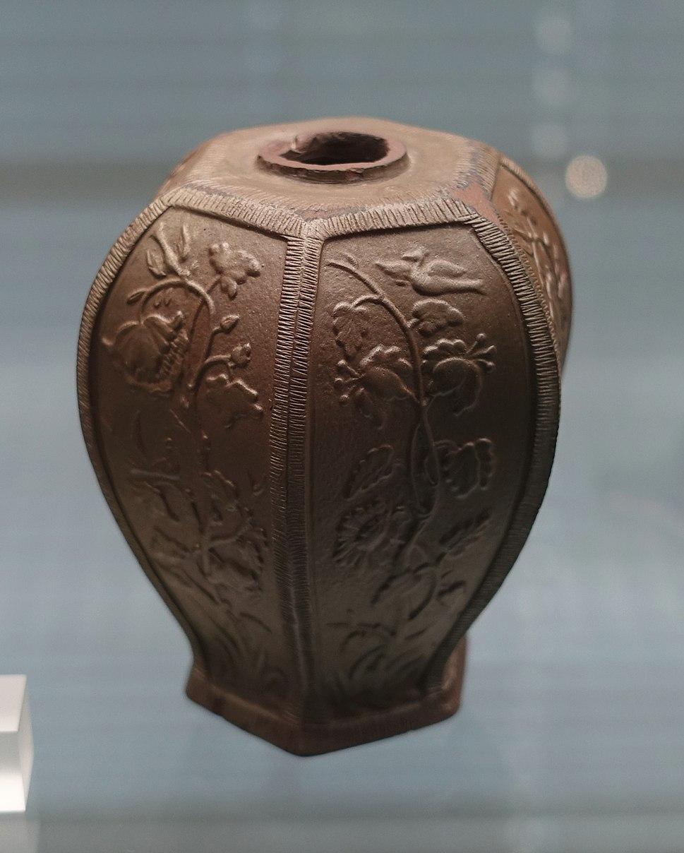 Tea caddy, Meissen, c. 1710, brown Bottger stoneware - Germanisches Nationalmuseum - Nuremberg, Germany - DSC02613