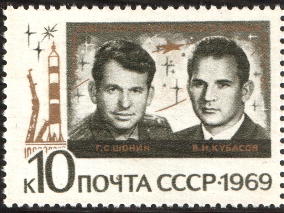 The Soviet Union 1969 CPA 3809 stamp (Georgi Shonin and Valeri Kubasov (Soyuz 6))