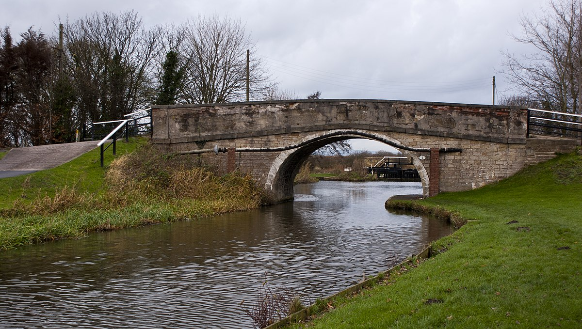 The canal bridge at Runnel Brow - Geograph 2717025.jpg