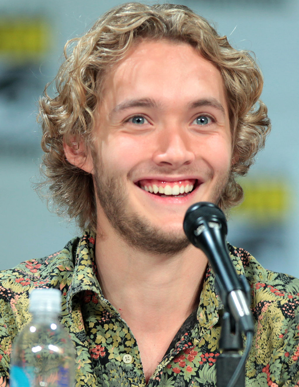 Toby Regbo SDCC 2014 (cropped)