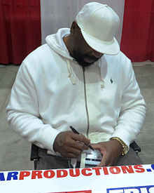 alt=Description de l'image Too Tall Jones signs autographs in Jan 2014.jpg.