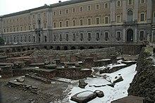 La Manica nuova di Palazzo Reale con i resti del teatro romano